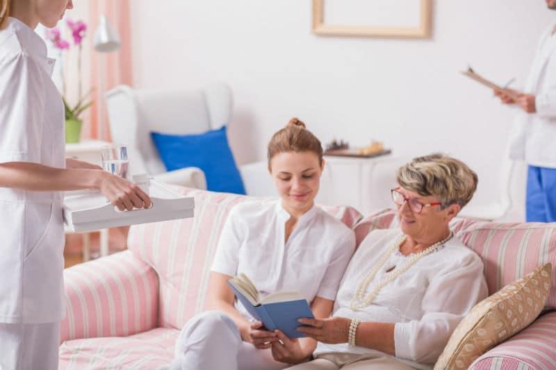 Infirmière dans une maison de retraite