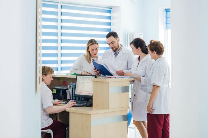 Secrétaire médicale dans une clinique