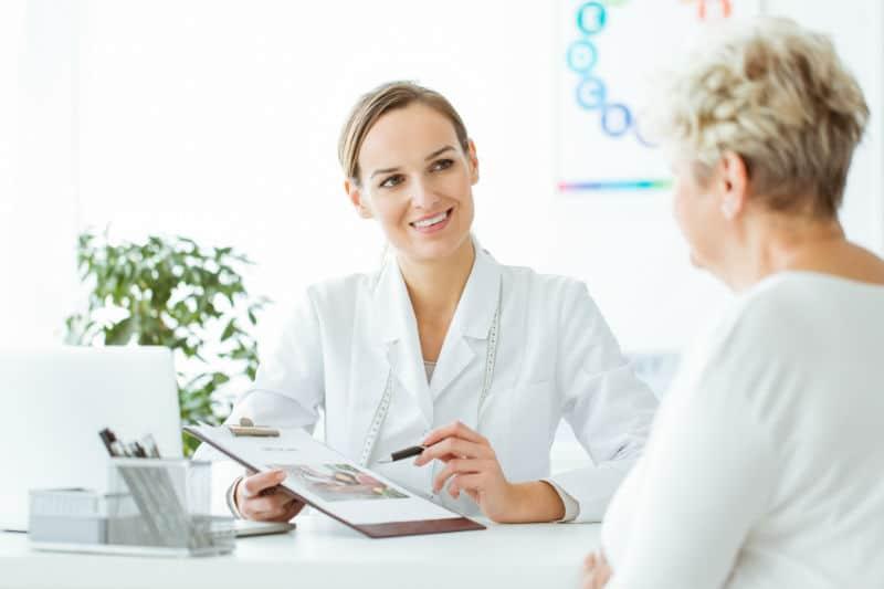 Nutritionniste avec une patiente