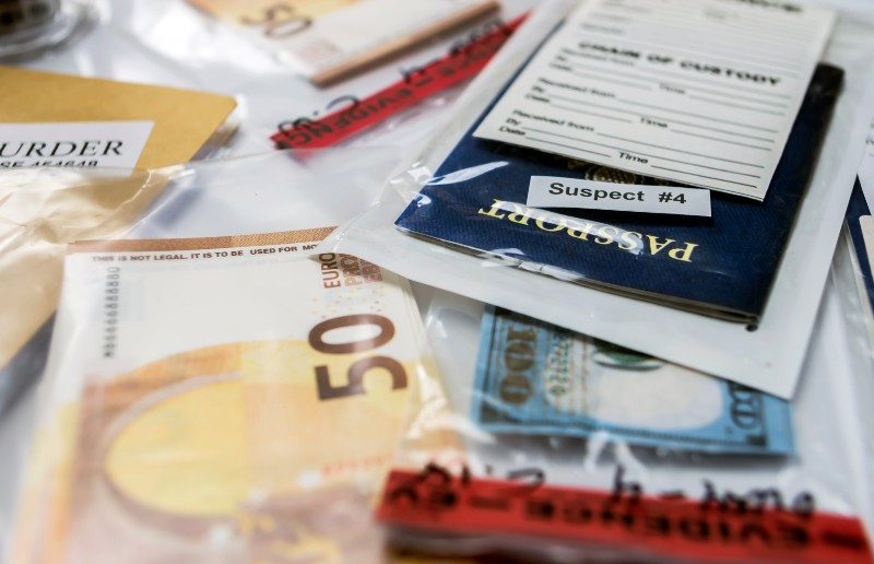 Confiscation de passaport et d'argent par un Douanier