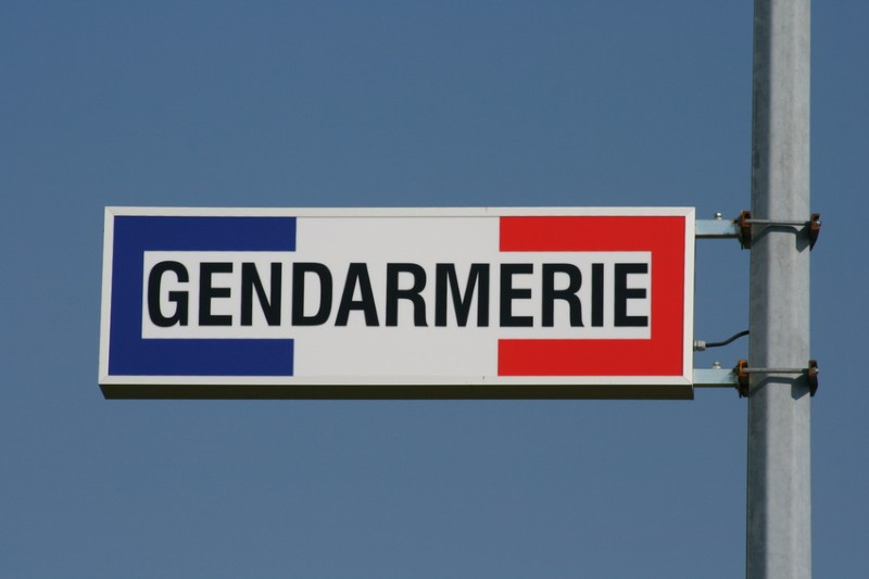 Panneau Gendarmerie.